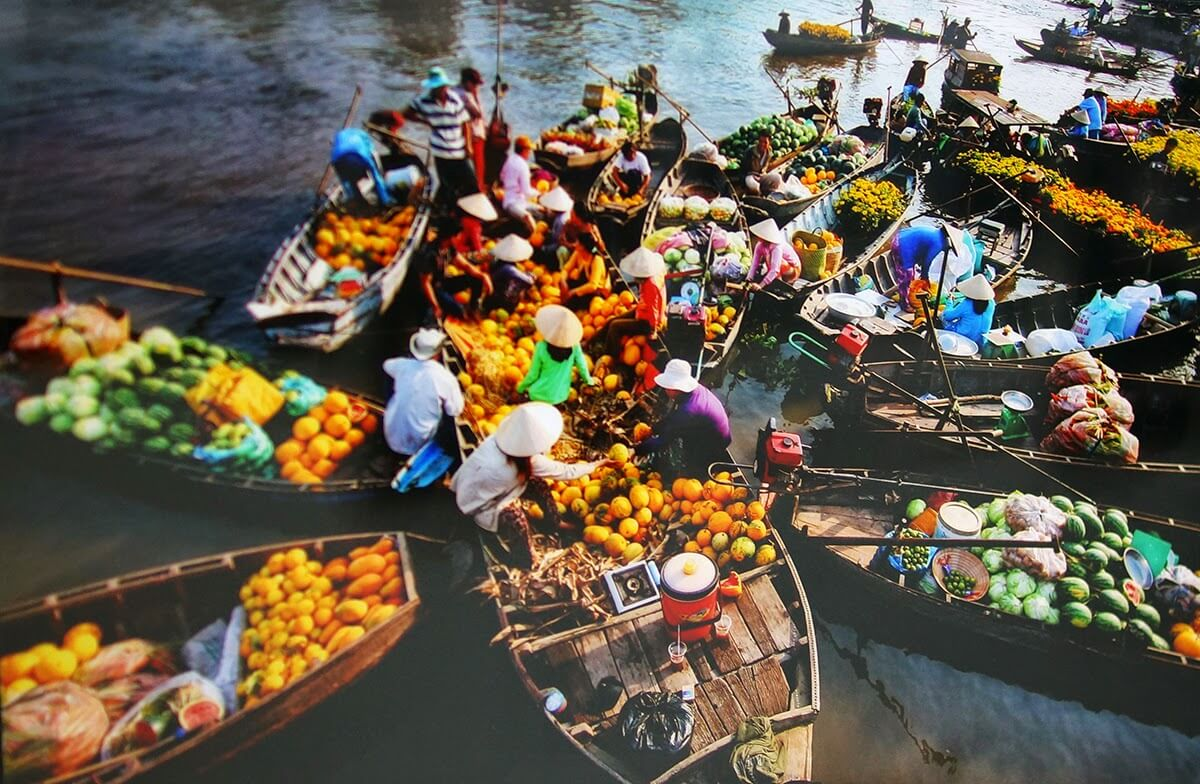 floating-market-in-Mekong-Delta